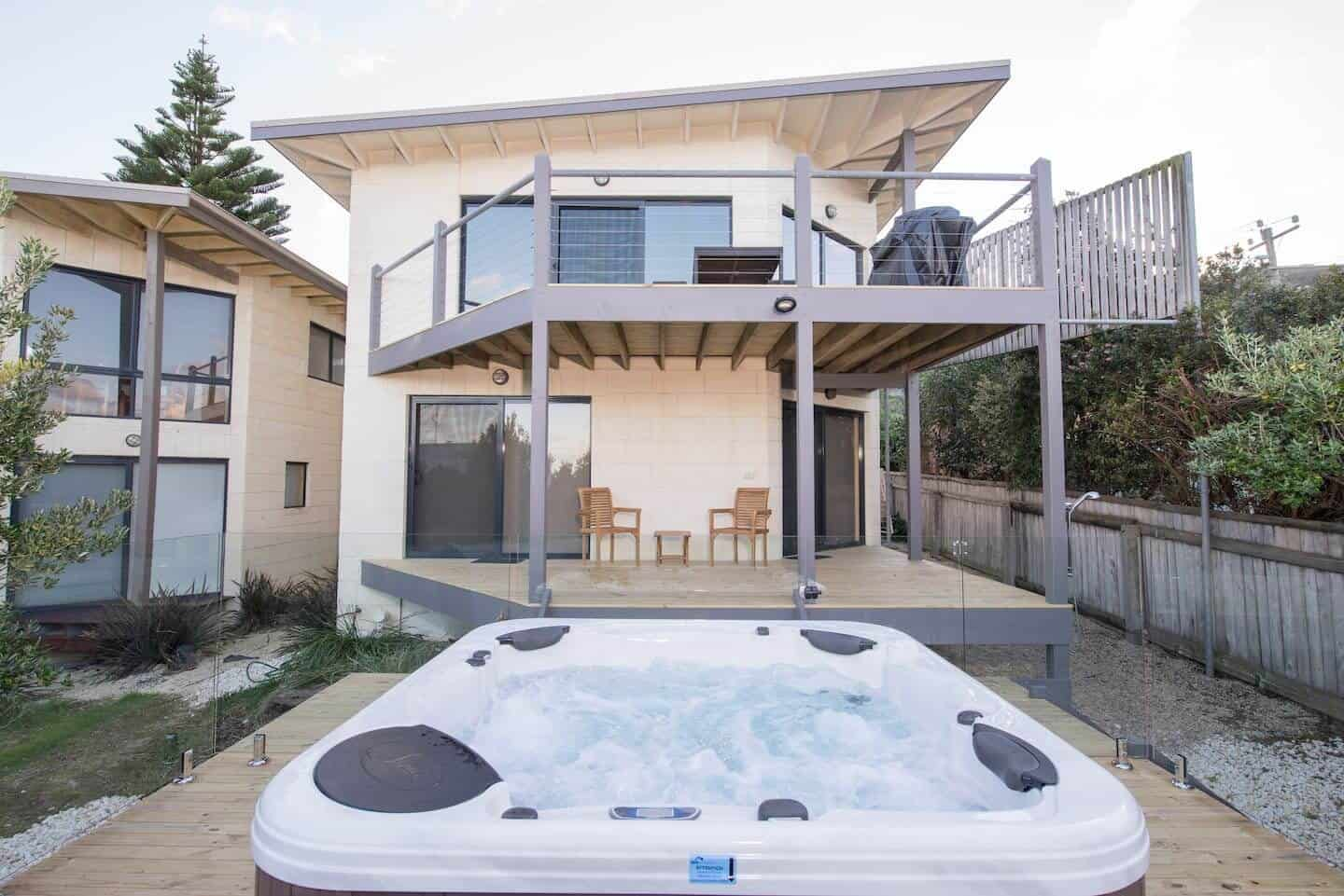 Achilles House with hot tub in the garden